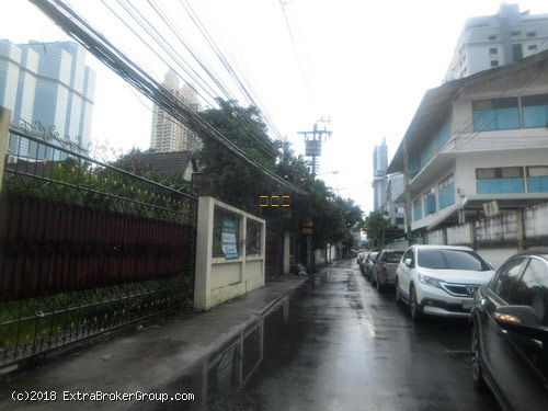 ตึกแถว3 ห้อง ใจกลางเมือง ถนนสาทร ซ.11 ทะลุออก ถนนนราธิวาส ซ.6 ได้