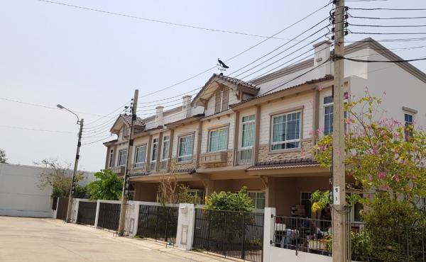 หมู่บ้านอินดี้3 ซอยประชาอุทิศ90 ถนนประชาอุทิศ ทาวน์เฮาส์ 2 ชั้น 25.8 ตร.ว. ห้องริม