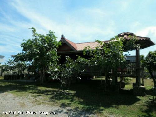 ขายบ้านเรือนไทยประยุกต์ไม้สัก พร้อมที่ดิน เนื้อที่ 225 ตรว. ใกล้สนามหลวง2 -พุทธมณฑล อากาศดีมาก